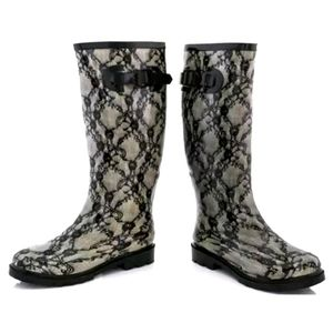 "Rasolli ""lace"" rain boots"